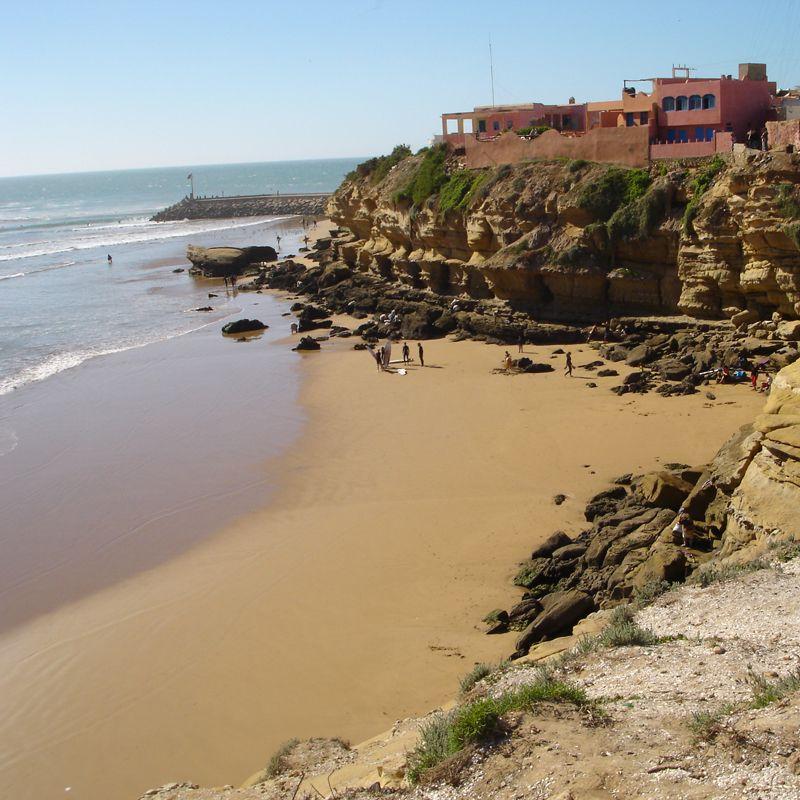 Costa Atlántica Sur. Playa de un pueblo en Marruecos.