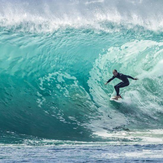 Costa Atlántica. Surfeando una ola en Marruecos. The Bes Morocco.