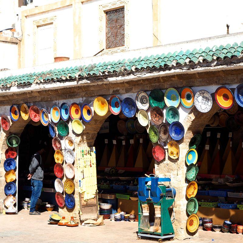 Platos de colores en Essaouira
