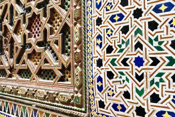 Pared con azulejos en Fez