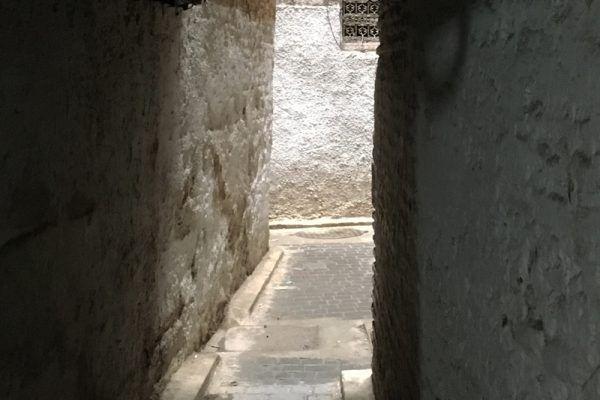 Callejón en Fez. Marruecos